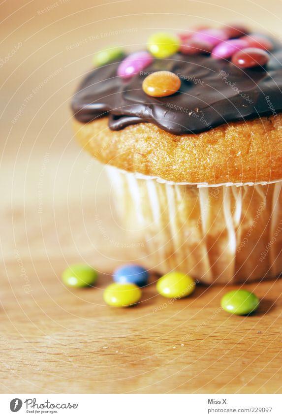 Muffin klein Lebensmittel Ernährung süß Süßwaren lecker Kuchen Duft Schokolade Fett Anschnitt ungesund Muffin Foodfotografie Kuvertüre Schokolinsen