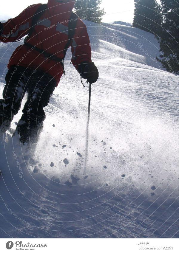 Tiefschnee Skifahren Sport Skipiste Dynamik Pow Wow Abfahrt Skifahrer 1 Außenaufnahme Farbfoto Winterurlaub