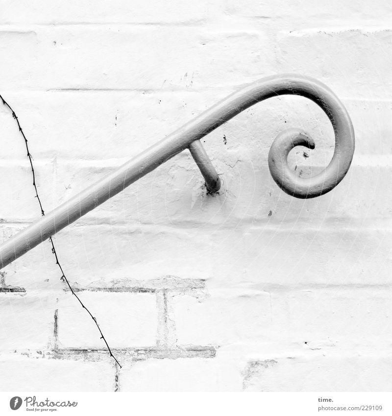 Handtäschchenhalterin weiß Wand Mauer Stein Kunst elegant Fassade Treppe Sicherheit Hilfsbereitschaft einzigartig rund Dekoration & Verzierung Ast Stahl Treppengeländer