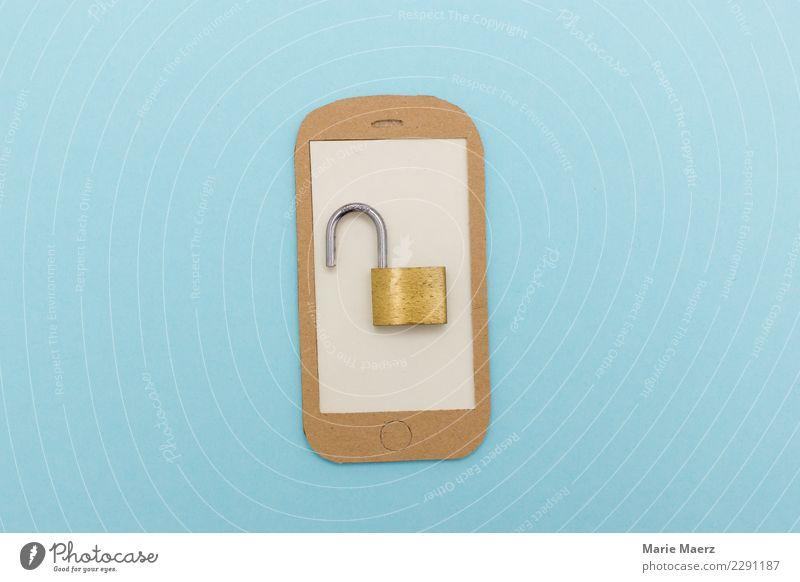 Handy Sicherheitslücke. Offenes Vorhängeschloss auf Display. PDA Telekommunikation Informationstechnologie Blick Telefongespräch modern blau Wachsamkeit Neugier