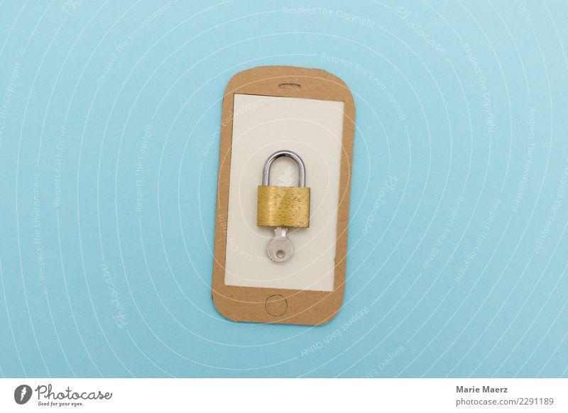 Handy aufschließen. Vorhängeschloss mit Schlüssel auf Display. blau Kommunizieren Telekommunikation bedrohlich Neugier Schutz Sicherheit Vertrauen