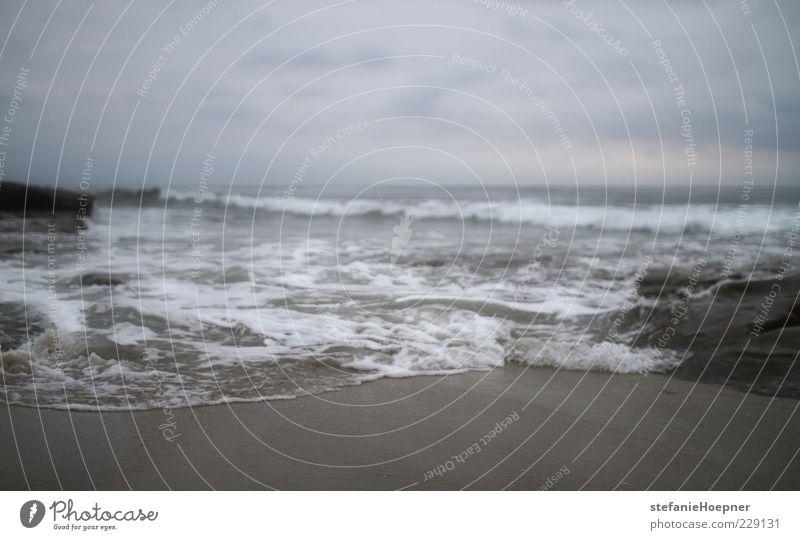 meanwhile Umwelt Natur Sand Wasser Himmel Wolken Wellen Küste Strand Meer träumen Sehnsucht Fernweh Einsamkeit Zufriedenheit Erholung Horizont Zukunft Farbfoto