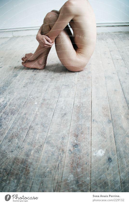abschnitt. Mensch Jugendliche Erwachsene Einsamkeit kalt Gefühle nackt Traurigkeit Stimmung Beine Körper sitzen Haut maskulin kaputt