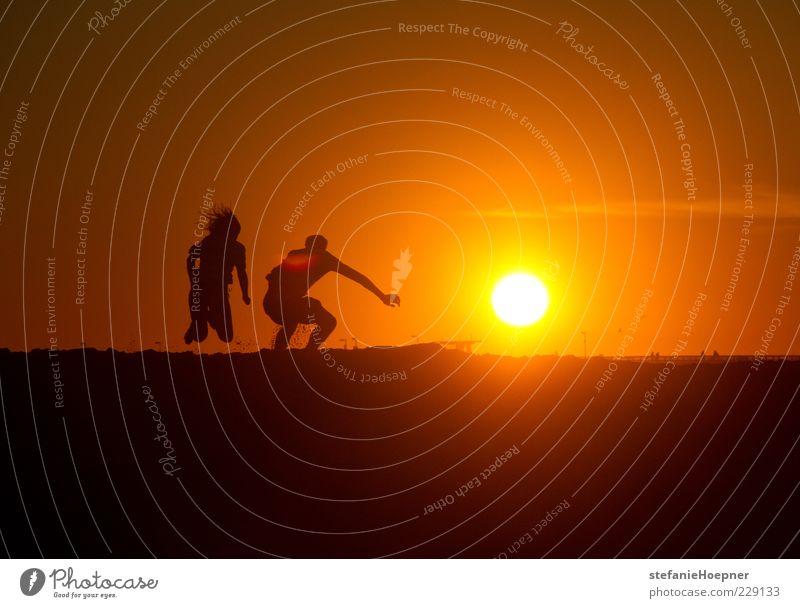 orange sky Mensch Himmel Sonne Ferien & Urlaub & Reisen Sommer Freude Strand gelb Freiheit Gefühle springen Bewegung Glück Wärme Gesundheit Zufriedenheit