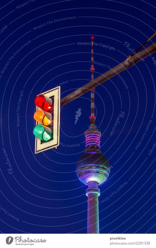 Ampel und Fernsehturm Ferien & Urlaub & Reisen Tourismus Sightseeing Städtereise Nachtleben ausgehen Berlin Berlin-Mitte Deutschland Europa Stadt Hauptstadt