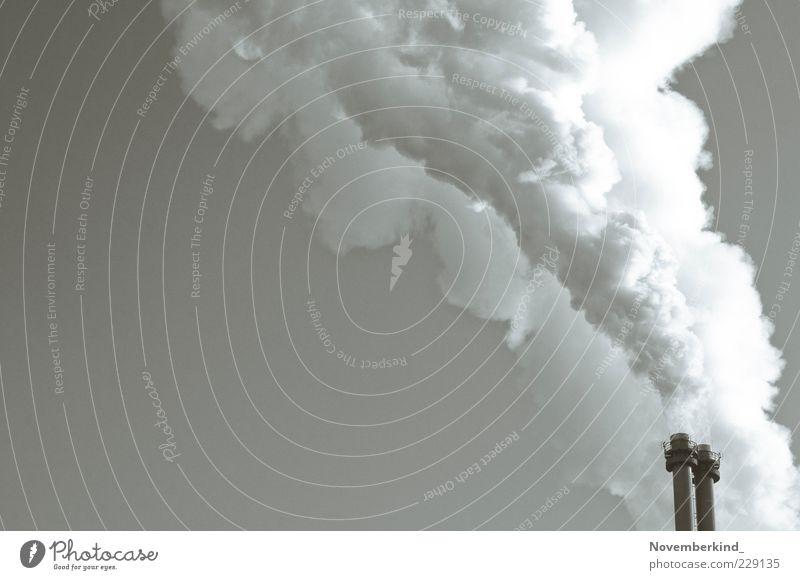 wolkenmaschine weiß grau Energiewirtschaft Industrie trist bedrohlich Technik & Technologie Rauch Schornstein Umweltverschmutzung Emission Energiekrise