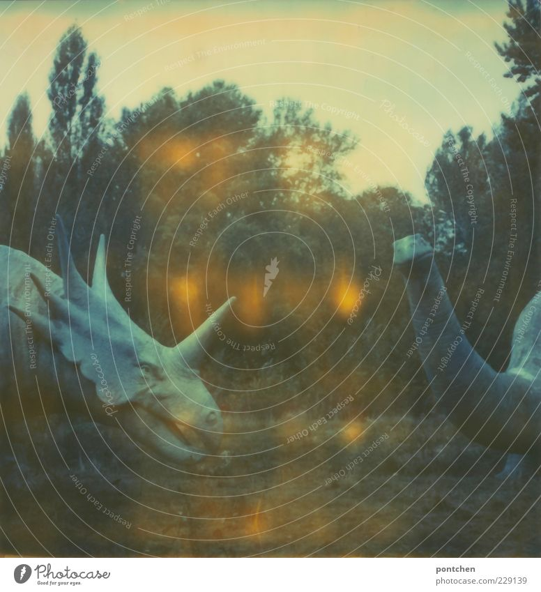 Freundliche Gesellen Himmel Natur Baum Freizeit & Hobby wild Sträucher Figur Skulptur Polaroid Monster Berlin Dinosaurier Vergnügungspark ausgestorben Ungeheuer
