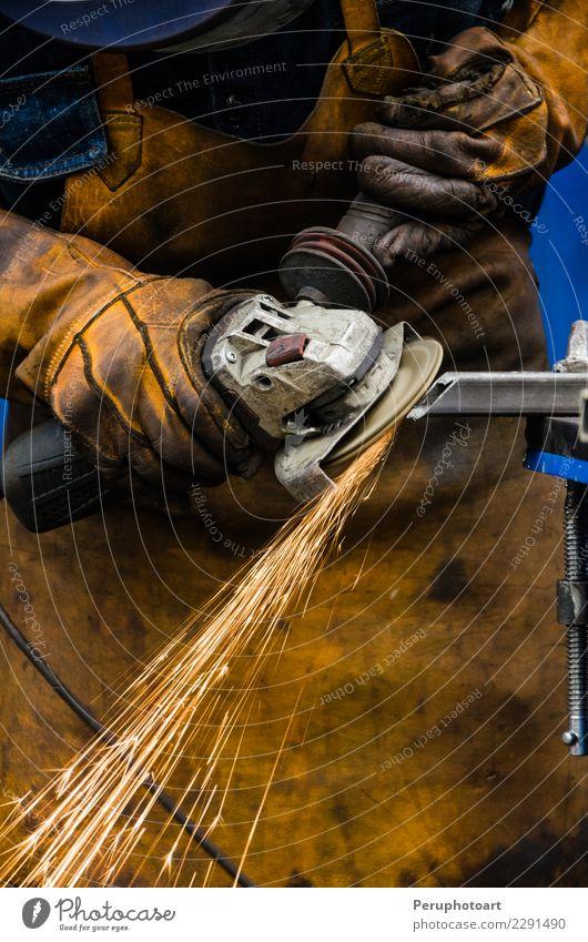 Mann Eisen schneiden Mensch Hand Erwachsene Gebäude Business Arbeit & Erwerbstätigkeit Metall Technik & Technologie Industrie Schutz Fabrik Stahl machen
