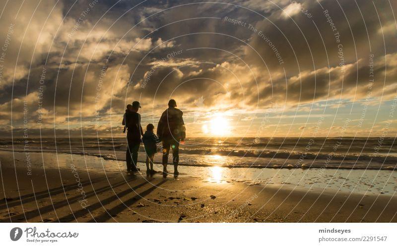 Familie Mensch Kind Baby Frau Erwachsene Mann Familie & Verwandtschaft 4 0-12 Monate 3-8 Jahre Kindheit 30-45 Jahre Wasser Himmel Wolken Horizont Sonnenaufgang