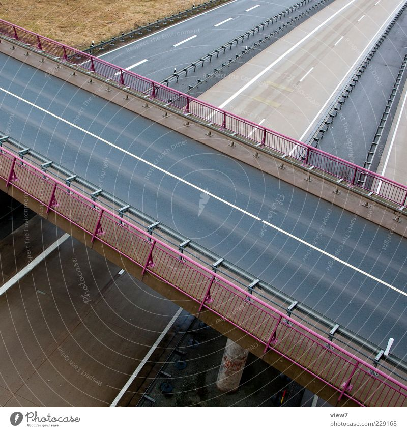 bridge :: Bauwerk Verkehr Verkehrswege Straße Autobahn Hochstraße Brücke Beton Linie Streifen ästhetisch authentisch modern oben grau Geländer Brückengeländer