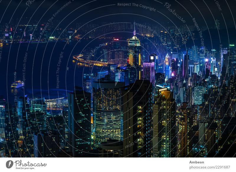 Luftnachtansicht von Victoria-Spitze zur Kowloon-Bucht Himmel Ferien & Urlaub & Reisen Stadt Landschaft Architektur Gebäude Business Wasserfahrzeug modern