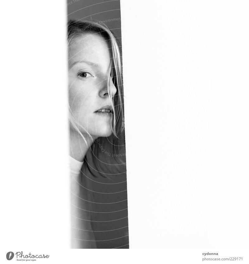 WHITE Mensch Jugendliche schön ruhig Erwachsene Gesicht Erholung Leben Gefühle Stil träumen Zufriedenheit elegant ästhetisch einzigartig Vergänglichkeit