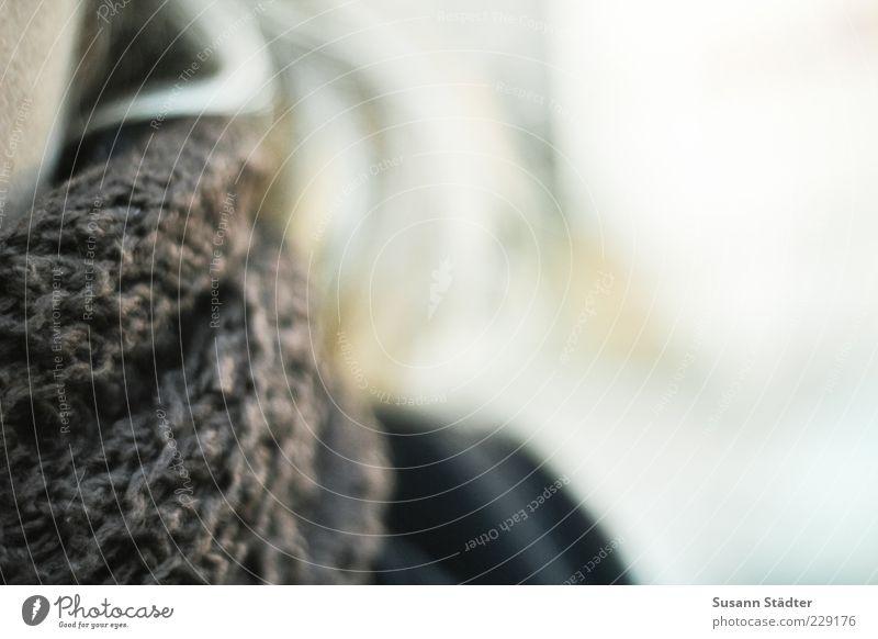 eingepackt Haare & Frisuren frieren Wolle Schal blond Hals Winter Schutz kalt Farbfoto Außenaufnahme Nahaufnahme Detailaufnahme Strukturen & Formen