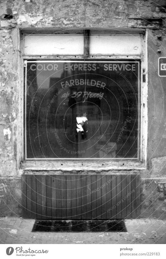 Preiswert alt Fenster Mauer Schilder & Markierungen Geld Schriftzeichen retro Ziffern & Zahlen Vergänglichkeit Werbung Vergangenheit historisch Dienstleistungsgewerbe Ladengeschäft Verfall Nostalgie