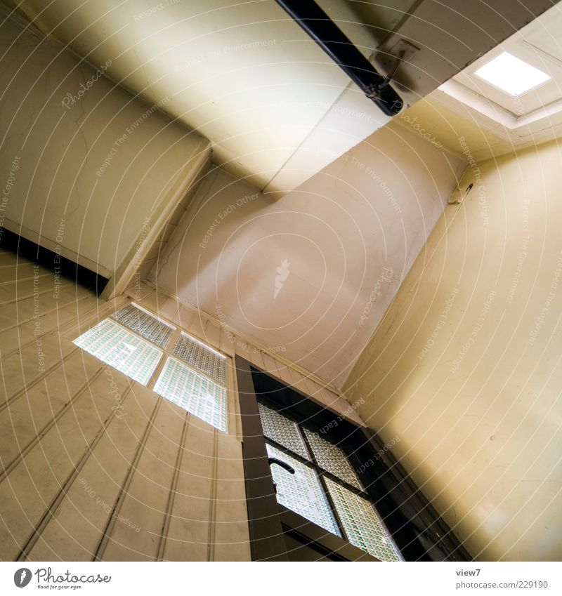 Flächen :: Mauer Wand Fenster Tür Stein Holz Linie Streifen alt ästhetisch authentisch einfach hell hoch retro trist braun Perspektive Zimmerdecke Farbfoto