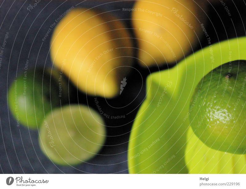 sauer macht lustig... grün Ernährung gelb Gesundheit Lebensmittel Frucht frisch ästhetisch rund einfach liegen rein natürlich Duft Teilung exotisch