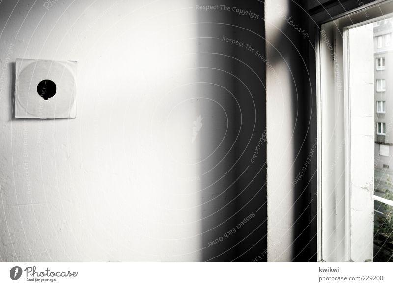 räumlichkeit Lifestyle Häusliches Leben Wohnung Dekoration & Verzierung Raum Wohnzimmer Schallplatte Design Kunst Wand Altbau Altbauwohnung Fenster Straße