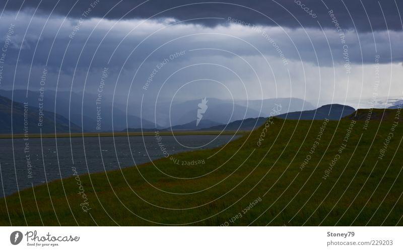 Schlechtes Wetter Berge u. Gebirge Natur Landschaft Urelemente Wasser Wolken schlechtes Wetter Unwetter Wind Sturm Regen Gras Hügel Wellen Seeufer Bucht
