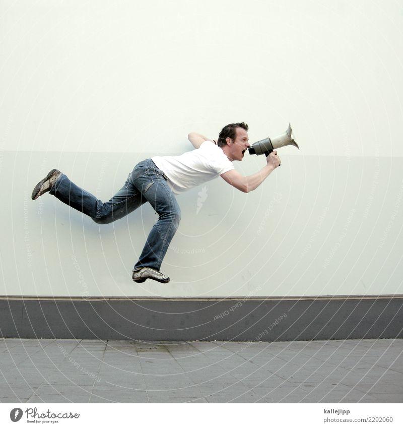 freisprechanlage 02 Mensch Mann Erwachsene sprechen springen maskulin Telekommunikation Aktion Information T-Shirt Werbung Jeanshose schreien Dynamik Markt