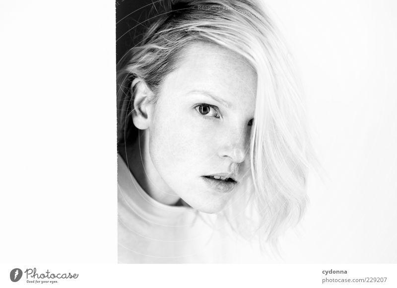 Durchblick Mensch Jugendliche schön ruhig Erwachsene Gesicht Erholung Leben Freiheit Gefühle Haare & Frisuren Stil träumen hell blond Zeit