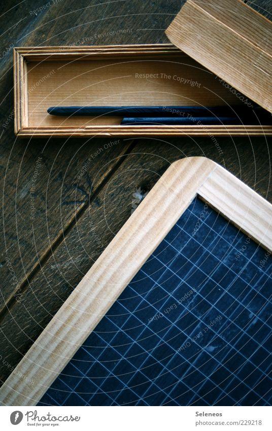 Tafeldienst alt Holz Schule Linie lernen Schriftzeichen retro Bildung schreiben Tafel historisch Schreibstift Nostalgie kariert antik Arbeitsplatz