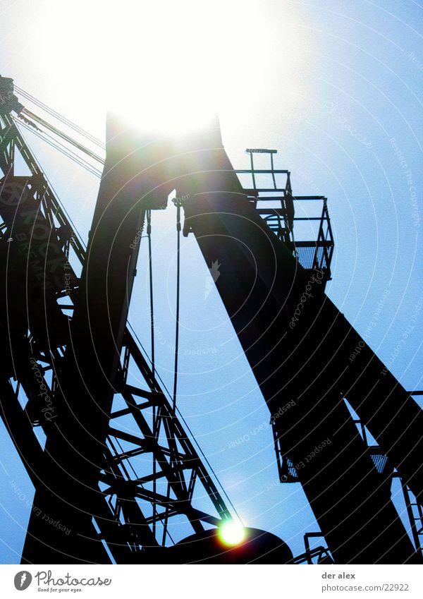 Kran im Dorf Sonne Metall Industrie Hafen Gewicht Kran Bremen Gitter Blendenfleck Lichtfleck
