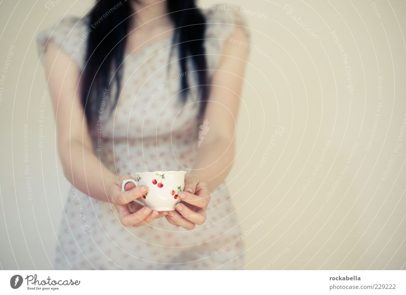 die fabelhafte welt der julie. Mensch Jugendliche Hand Erwachsene feminin Arme elegant ästhetisch Getränk einzigartig Warmherzigkeit 18-30 Jahre Tasse
