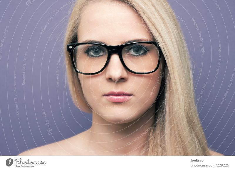 geradeaus Frau Erwachsene Gesicht Leben Gefühle Stil blond Lifestyle Brille retro Kommunizieren beobachten Neugier langhaarig Junge Frau