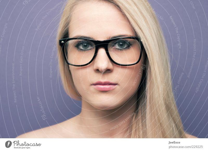 geradeaus Lifestyle Stil Gesicht Frau Erwachsene Leben Brille blond langhaarig beobachten Kommunizieren nerdig retro Klischee Gefühle selbstbewußt Neugier eitel