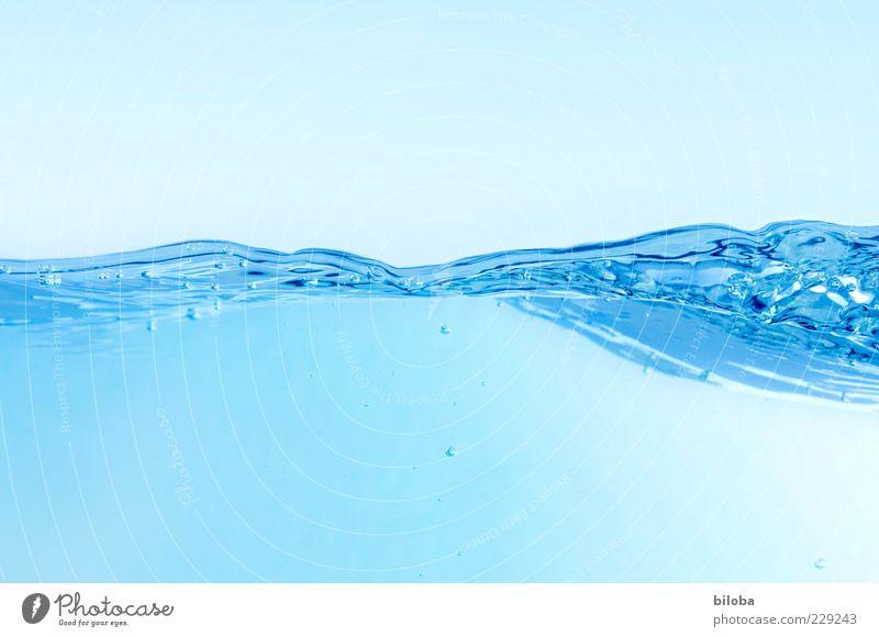 Wellenspiel harmonisch Urelemente Wasser Flüssigkeit frisch kalt Sauberkeit blau weiß ruhig ästhetisch Design Inspiration Leichtigkeit Natur Aktion Bewegung