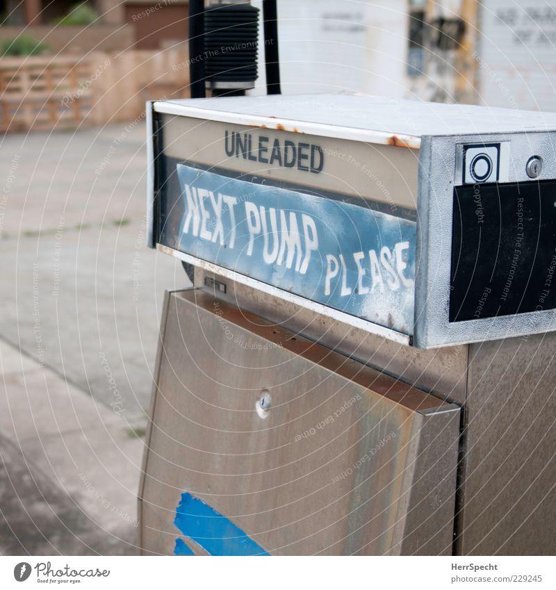 Next pump, please alt blau weiß grau geschlossen trist Wunsch Vergänglichkeit Vergangenheit trashig Verfall Wort silber Englisch Tankstelle tanken