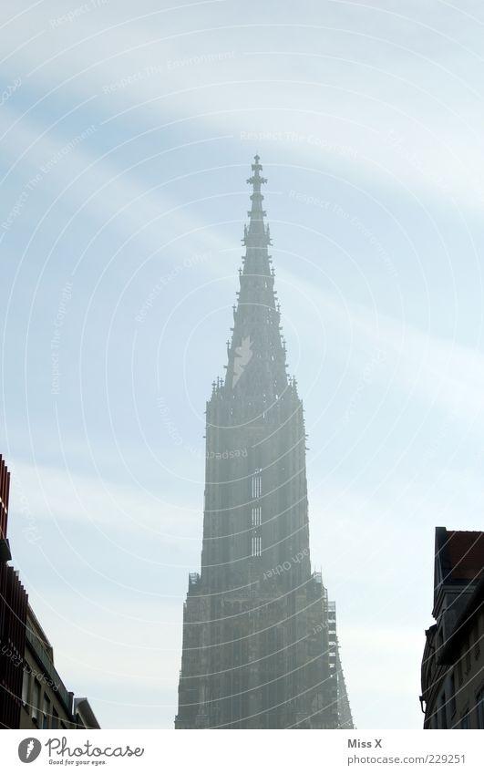 Nebelmünster Himmel alt Architektur Gebäude Religion & Glaube hoch groß Kirche Bauwerk historisch Wahrzeichen Dom Sehenswürdigkeit Dunst Gotik