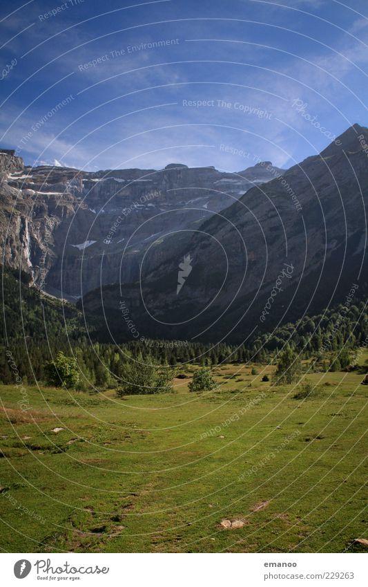 cirque de gavarnie Ferne Freiheit Sommer Natur Landschaft Pflanze Himmel Wetter Baum Gras Wiese Wald Alpen Berge u. Gebirge Gipfel Schlucht hoch grün Pyrenäen