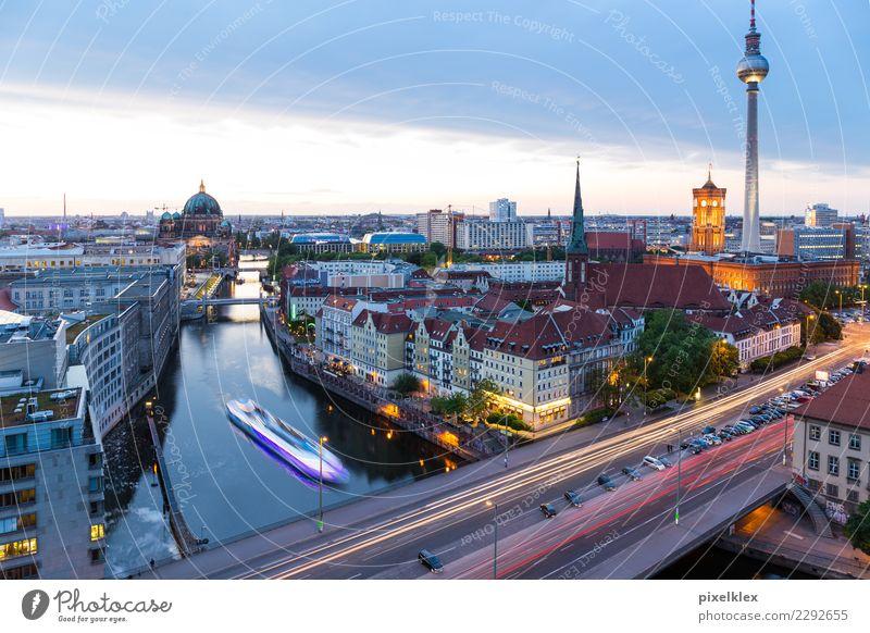 Berlin Ferien & Urlaub & Reisen Stadt Haus Architektur Gebäude Tourismus Deutschland Wasserfahrzeug Hochhaus Kirche Brücke Turm Fluss Sehenswürdigkeit