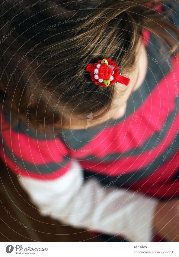 schick Mensch Kind schön Mädchen Kopf Haare & Frisuren Stil Traurigkeit träumen Kindheit blond Arme rosa Bekleidung Stoff