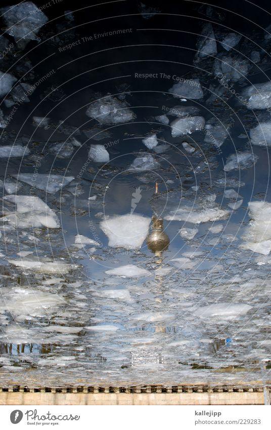 wodka in berlin Winter Umwelt Wasser Klima Eis Frost Flussufer kalt Eiswürfel Eisscholle Fernsehturm Berlin Spree Farbfoto Außenaufnahme Menschenleer Licht