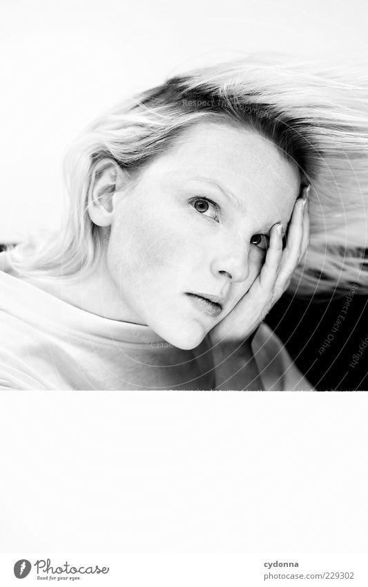 Thinking Mensch Jugendliche schön ruhig Erwachsene Gesicht Erholung Leben Gefühle Haare & Frisuren Stil Denken träumen Gesundheit blond elegant