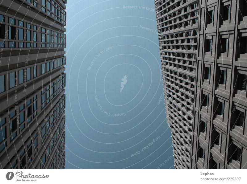 Geometrie Stadt Hauptstadt Menschenleer Hochhaus Bauwerk Gebäude Architektur Mauer Wand Fassade Fenster ästhetisch hoch modern oben grau Gedeckte Farben