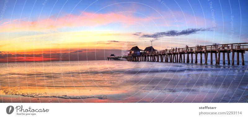 Neapel-Pier auf dem Strand bei Sonnenuntergang in Neapel, Florida, USA Ferien & Urlaub & Reisen Meer Natur Landschaft Küste Fischerdorf Kleinstadt Beton Wasser