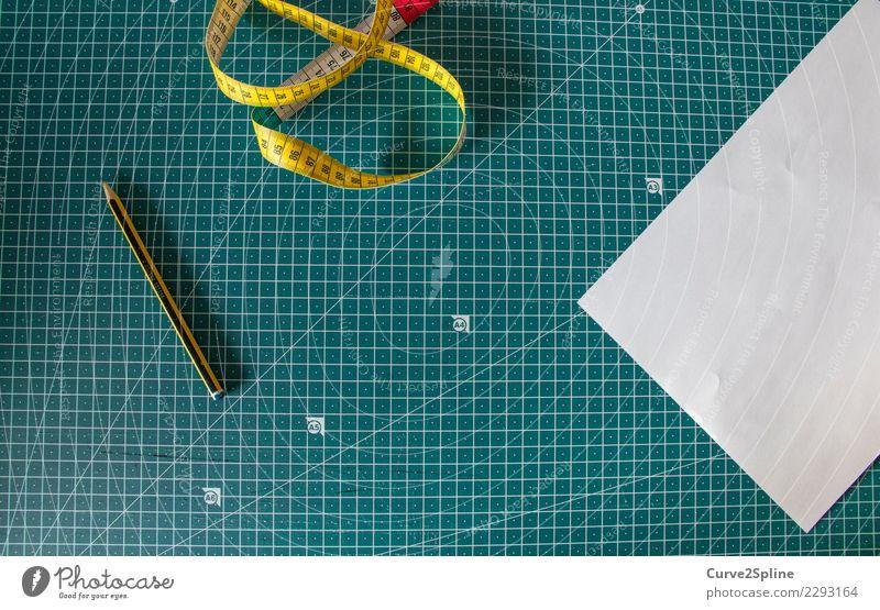 Utensilien Wissenschaften Schule Arbeit & Erwerbstätigkeit Beruf Handwerker Arbeitsplatz Tatkraft Papier Maßband Schreibstift Bleistift Schneidematte Schneidern