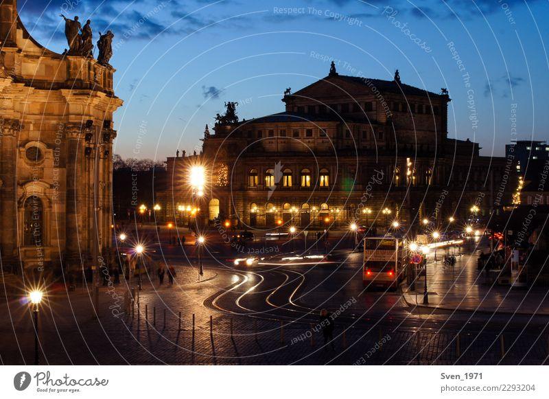 Semperoper und Theaterplatz Dresden Ferien & Urlaub & Reisen Tourismus Sightseeing Städtereise Kultur Opernhaus Sonnenaufgang Sonnenuntergang Deutschland Europa