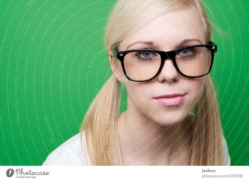 hm... Lifestyle schön Frau Erwachsene Leben Gesicht Brille blond langhaarig Zopf beobachten träumen Traurigkeit trendy einzigartig nerdig retro Klischee