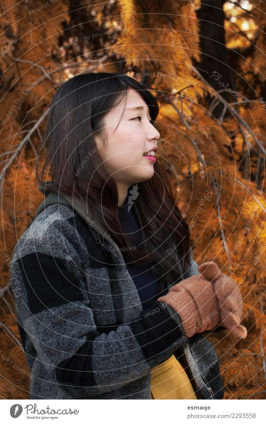 Porträt einer asiatischen jungen Frau in der Natur Lifestyle exotisch schön Gesundheitswesen Leben Mensch feminin Junge Frau Jugendliche Schönes Wetter Baum