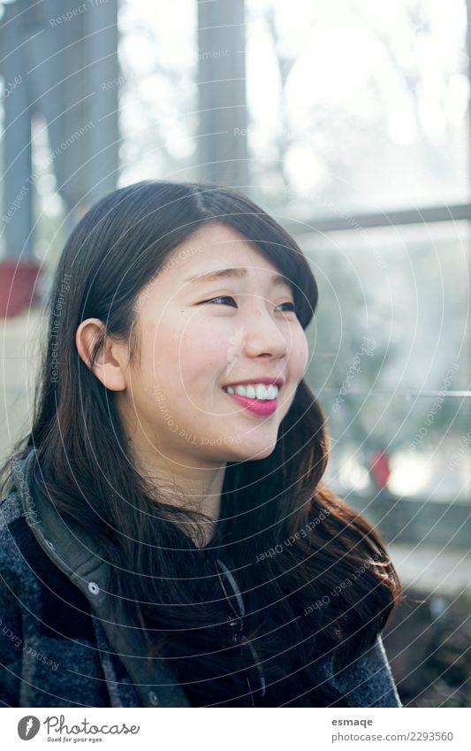 Asiatisches Mädchen Lächeln Mensch Ferien & Urlaub & Reisen Jugendliche Junge Frau schön Freude natürlich feminin lachen Glück Zufriedenheit authentisch