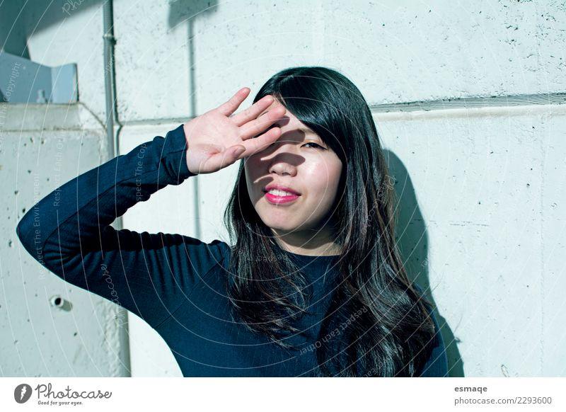 Frau Jugendliche Junge Frau Stadt schön Freude Erwachsene Leben Lifestyle natürlich feminin Glück Zufriedenheit frei authentisch Lächeln