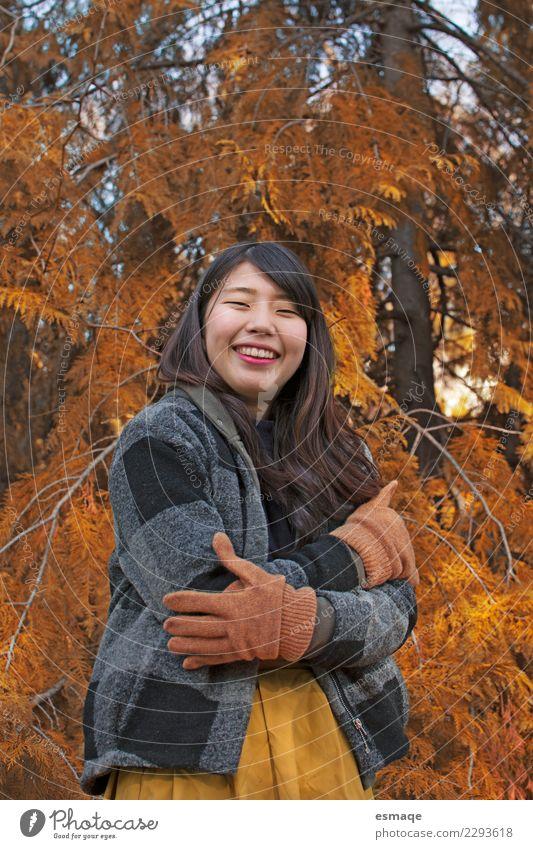 Natur Ferien & Urlaub & Reisen Jugendliche Junge Frau schön Baum Freude Lifestyle Gesundheit Liebe natürlich feminin lachen authentisch Lächeln Fröhlichkeit