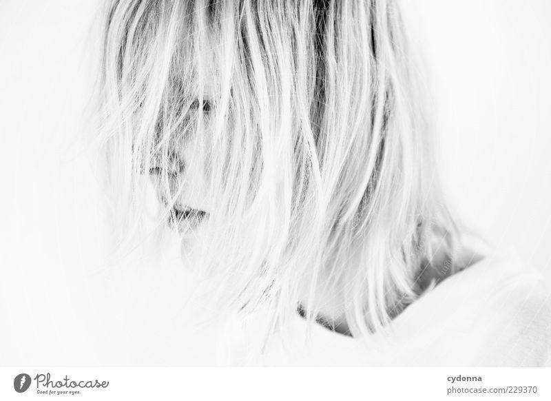 HIDDEN Mensch Jugendliche weiß schön ruhig Erwachsene Einsamkeit Gesicht Leben Freiheit Gefühle Haare & Frisuren Stil träumen blond elegant