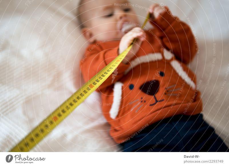Corona Abstand halten Kind überprüft coronavirus abstand halten Maßband ablesen Baby Kinder Sicherheit sicherheitsabstand Quarantäne niedlich Schnuller Decke