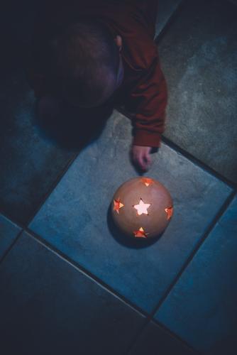 was ist denn das? elegant Stil Weihnachten & Advent Mensch Kind Kleinkind Mädchen Junge Kindheit Leben Kopf Arme Hand Finger 1 0-12 Monate Baby 1-3 Jahre Kunst