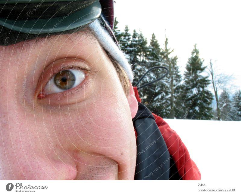 Schneeburschi Mann Auge Schnee lustig verrückt Tanne